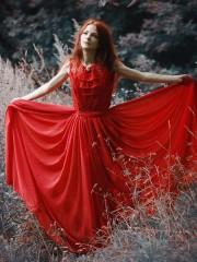 Красное летящее (Darina Nettle). Цена проката: 1200₽; цвет: Красный;